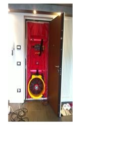 analisi Blowrr Door Test (BDT) su porta ingresso abitazione